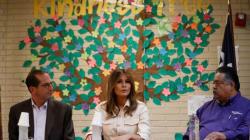 Melania Trump visita en Texas un centro de detención
