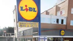 Lidl despide a un trabajador por hacer más horas de las que le