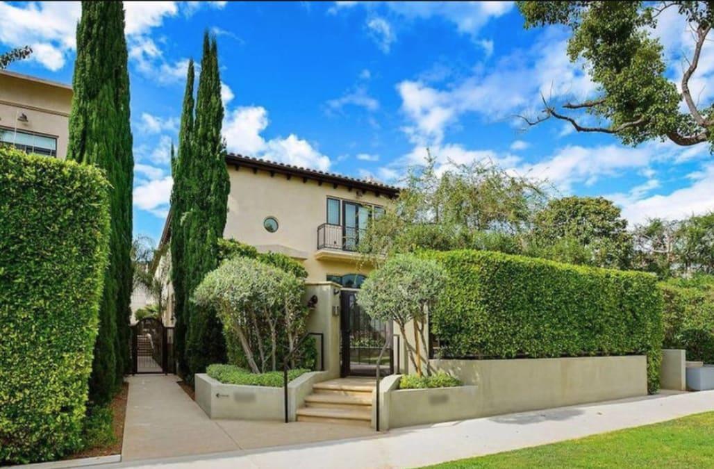 Christina Schwarzenegger snags uptown LA starter home - AOL