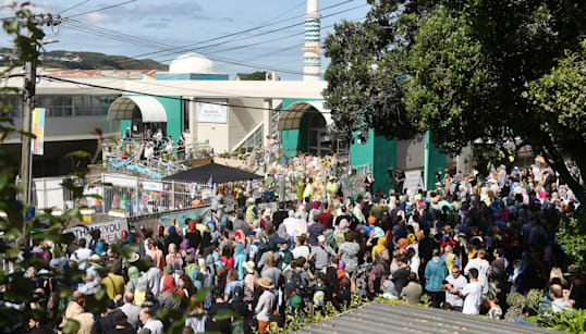 New Zealanders Create Human Chain Around Mosque To Shield Muslims In