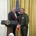 Trump elogia al agente de la patrulla fronteriza que