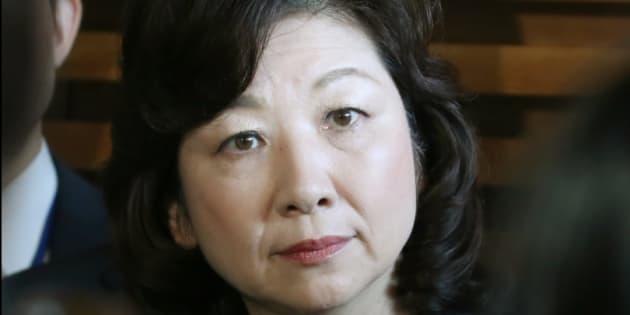 閣議後に記者会見する野田聖子総務相=20日、首相官邸