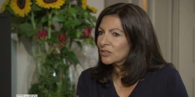 Anne Hidalgo en entretien sur la chaîne Suisse RTS.