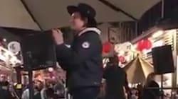 Le chanteur d'Arcade Fire s'invite dans un karaoké pour chanter... une chanson d'Arcade
