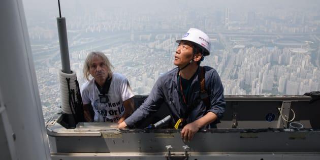 """Le """"Spider-Man français"""" Alain Robert arrêté à Séoul, lors d'une escalade pour saluer la fin des tensions entre les Corées"""