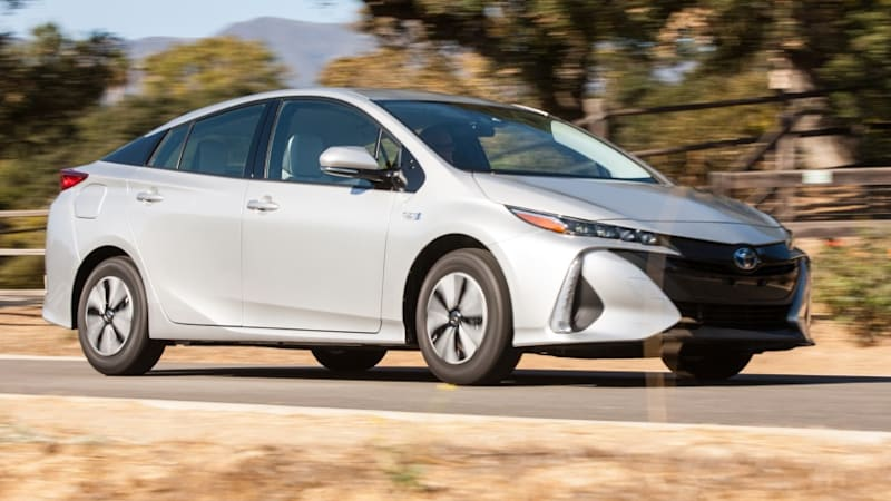 2017 toyota prius prime starts at 27 100 for 25 ev miles and 54 mpg autoblog. Black Bedroom Furniture Sets. Home Design Ideas