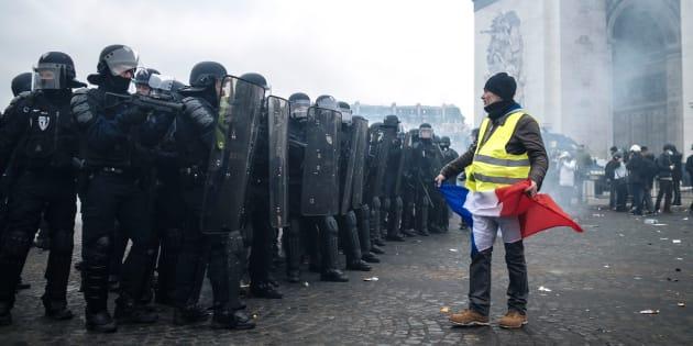 """""""L'histoire politique française récente ou des expériences assez similaires à l'étranger peuvent permettre d'émettre quelques hypothèses sur ce que peut être l'impact des gilets jaunes à l'avenir."""""""