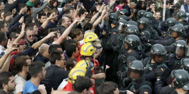 Uma Europa horrorizada se pergunta o que está acontecendo na Espanha.