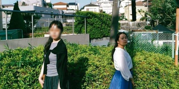 2年前から一軒家に暮らす(左から)小野リコさんとモスクワカヌさん
