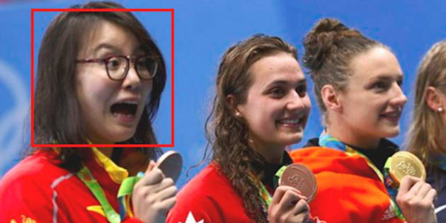 Fu Yuanhui (left) and her peers pose with their medals.