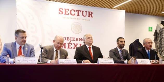 Miguel Torruco, secretario de Turismo, da un mensaje a medios sobre los vuelos que recibirá el AICM y Santa Lucía.