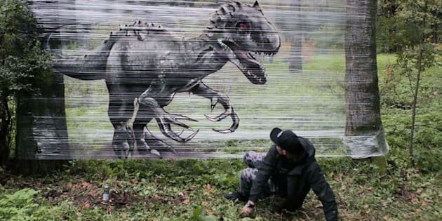 Ce graffeur imagine des œuvres magnifiques sans dégrader le mobilier urbain