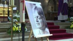 Les images des 400 personnes à la messe pour les 40 ans de la mort de Claude
