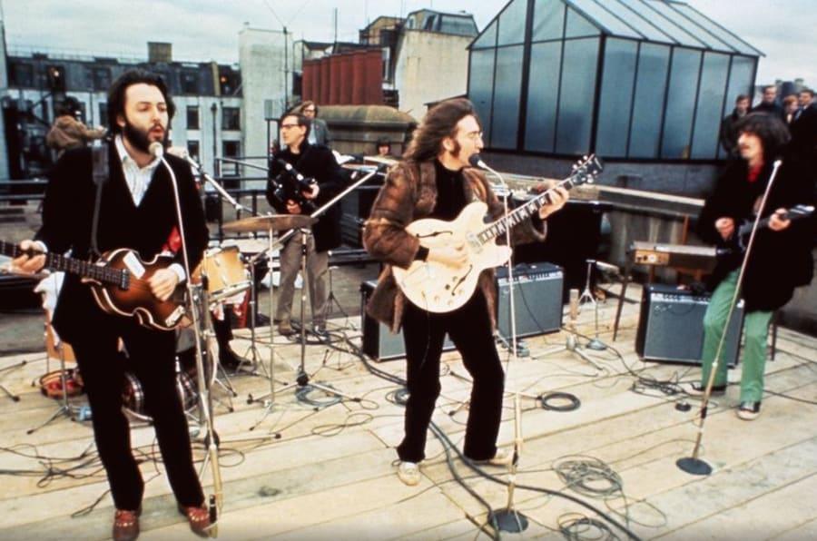 Concierto de Los Beatles en la azotea de Apple Records el 30 de enero de 1969.