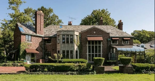 Aretha Franklin's former home is for sale -- and you can buy for under $1 million