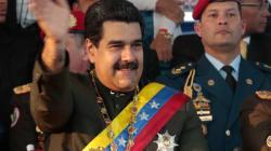 Le llueve de todo a Maduro en caravana por