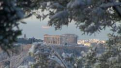 Athènes est sous la neige et les écoliers sont