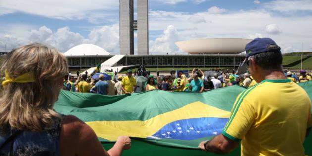 Defesa da Operação Lava Jato reune manifestantes em todo o Brasil.