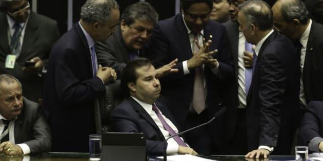 Deputados discutem reforma política.