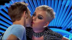 テレビ番組で初キス奪われ、19歳青年が困惑 キスしたケイティ・ペリーに批判殺到