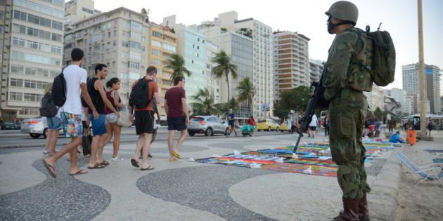 Forças Armadas nas ruas do Rio de Janeiro.