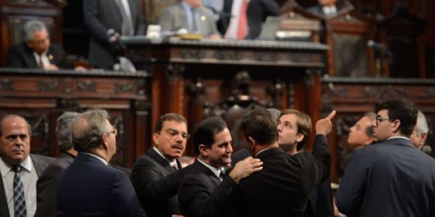 Cúpula da Assembleia Legislativa do Rio é alvo de operação da Polícia Federal.