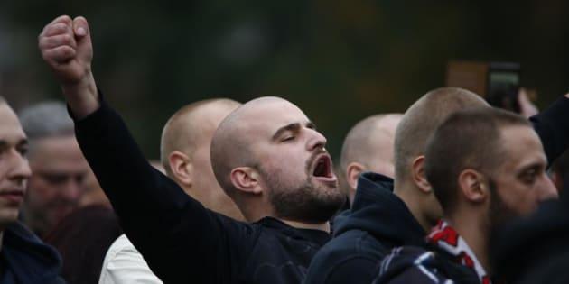 Un ultraderechista alemán, durante una marcha neonazi convocada en Colonia en octubre de 2015.