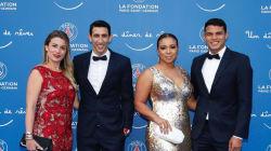 Les joueurs et leurs épouses sur leur 31 au gala de la Fondation du