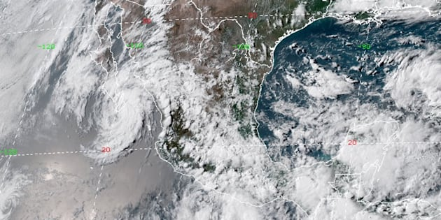Tres sistemas ciclónicos afectan la nación con lluvias importantes.