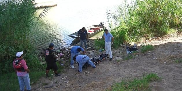 Rescate de dos menores ahogados en la laguna de Tres Palos en el estado de Guerrero.