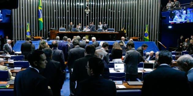 Senado aprova reoneração da folha para 28 setores da economia e zera PIS/Cofins do diesel.