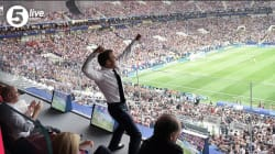 Cette photo de Macron célébrant le 1er but vaut le