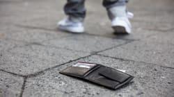 Due migranti a Viterbo trovano un portafogli con quasi mille euro e lo restituiscono alla