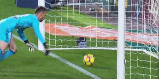 Lionel Messi marque mais son but n'est pas validé par l'arbitre