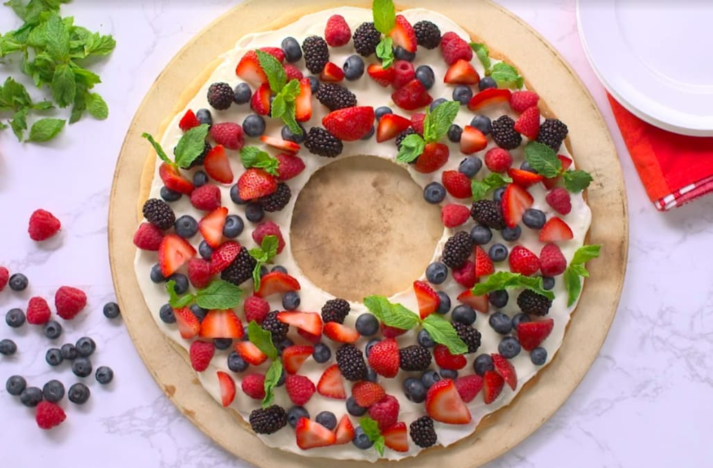 Best Bites Christmas Wreath Fruit Cookie Cake Aol Lifestyle