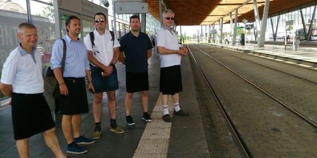 Les shorts interdits au travail? Des conducteurs de bus viennent en jupe