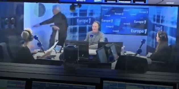 Bernard Tapie a préféré quitter le studio, deux minutes après le début de l'interview.