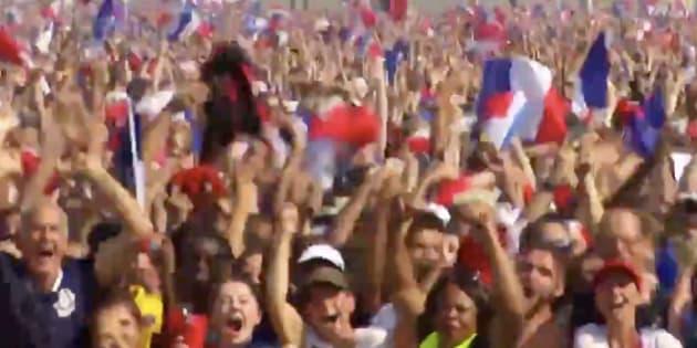 Le moment où les Bleus ont inscrit leur premier but dans la fan-zone du Champ-de-Mars.
