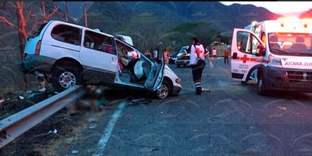 Accidente múltiple deja al menos 10 muertos en Colima