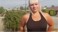 Cette Canadienne pense avoir été congédiée car elle ne portait pas de soutien-gorge au