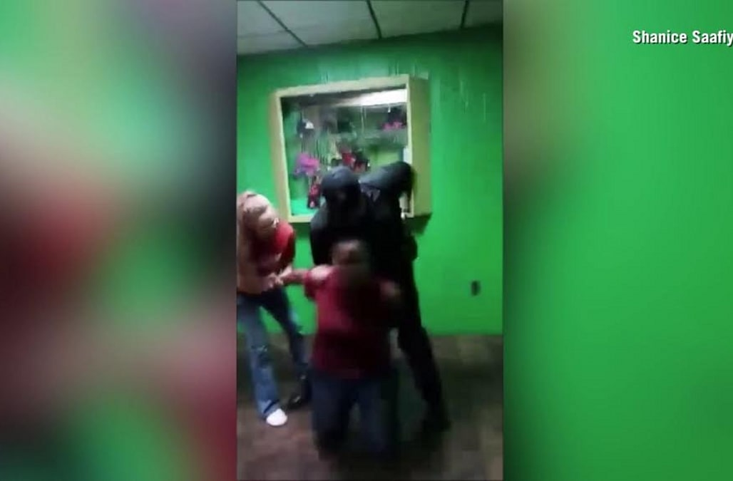 Video of off-duty deputy handcuffing minor at roller skating
