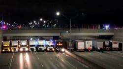 飛び降りようとした男性を救うため、13台のトラックが橋の下に並ぶ