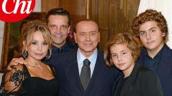 Le foto del compleanno in famiglia di Silvio Berlusconi: tutti presenti tranne il figlio
