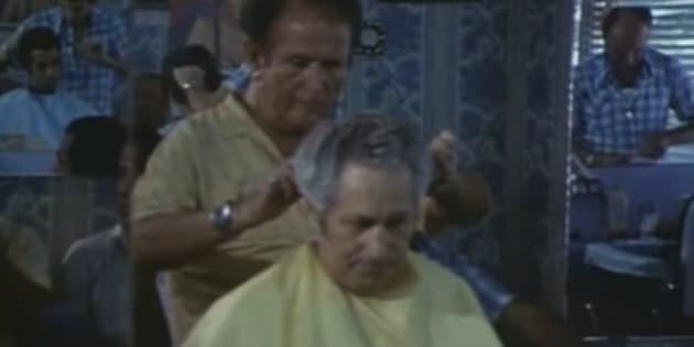 """Capture d'un extrait de """"Shoah"""" montrant la séquence du coiffeur de Treblinka, interrogé par Claude Lanzmann."""