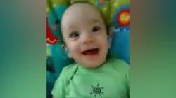 Il entend sa mère pour la première fois, son sourire est
