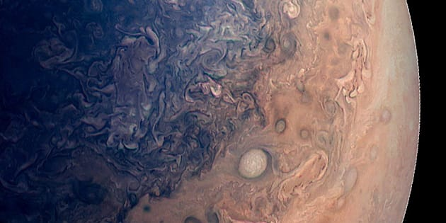 Une photo de Jupiter vue par Juno (image traitée par ordinateur).