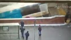 Les images du bus qui a foncé dans un passage souterrain à