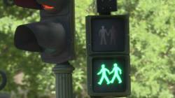 Avant la World Pride, Madrid installe des feux piétons gays et