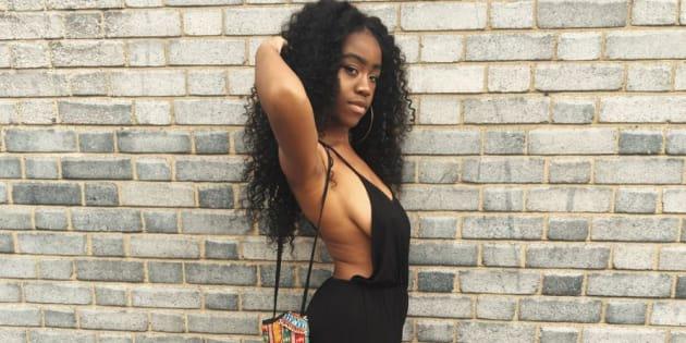 En acceptant sa poitrine tombante, Chidera Eggerue inspire d'autres femmes à annuler leur chirurgie esthétique