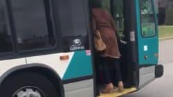 Un chauffeur d'autobus suspendu après avoir qualifié une cliente de